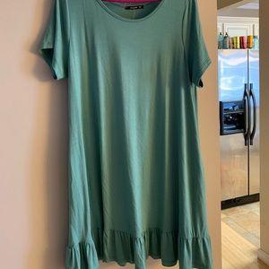 Boutique ruffle hem tunic size 2xl NWT